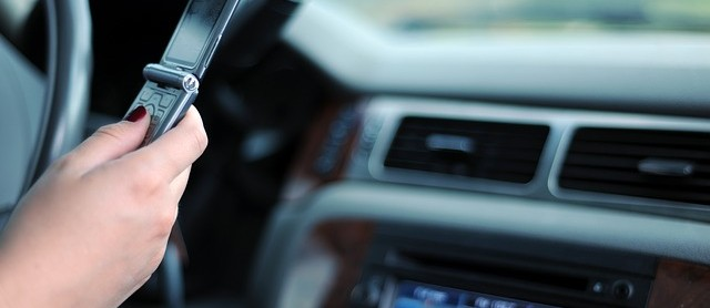 ottawa lawyers distracted driving 640x278 1